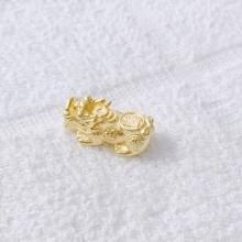 Charm bạc mạ vàng tỳ hưu xỏ ngang loại 1