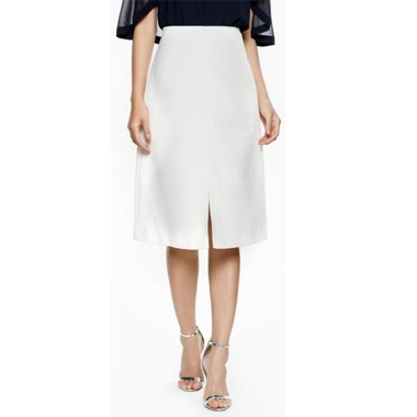 Chân váy trắng xể tà trước
