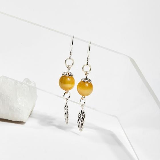 Bông tai đá mắt hổ charm lông vũ hạt 10mm mệnh thổ, kim - Ngọc Quý Gemstones
