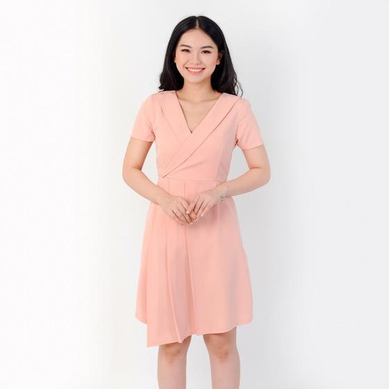 Đầm công sở thời trang Eden cổ vest tà xéo xếp li màu hồng nhạt - D382