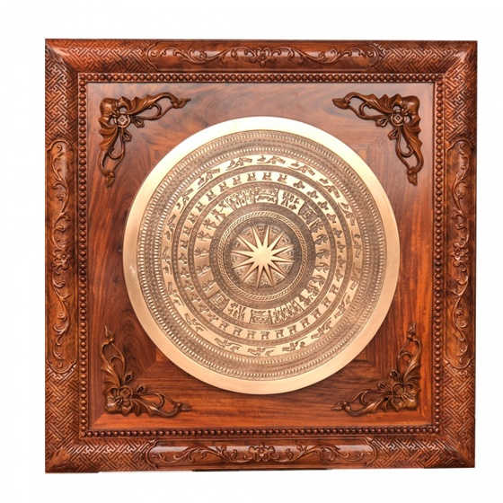 Khung tranh mặt trống đồng đường kính 50cm, đồng đỏ hoa văn chìm tinh xảo