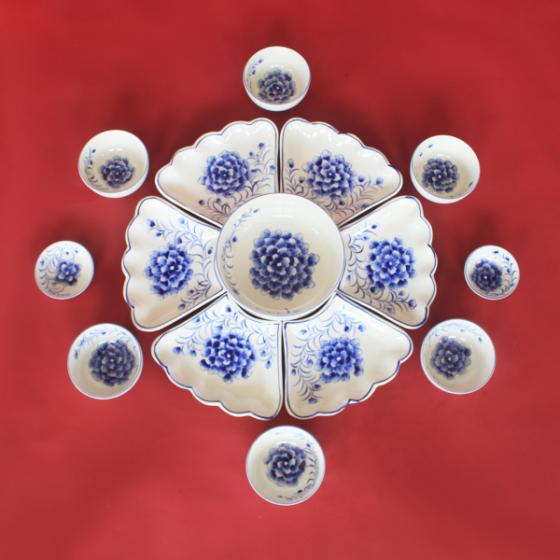 Bộ bát đĩa hoa mặt trời vẽ hoa Cẩm Tú Cầu chế tác thủ công tại Bát Tràng