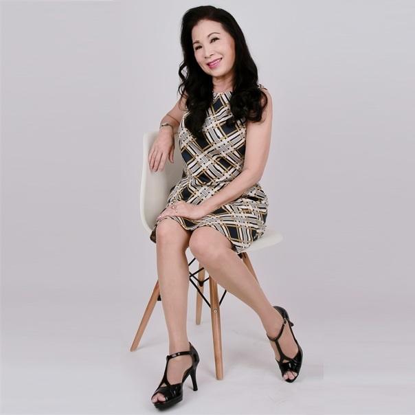 Đầm nữ trung niên ôm họa tiết sọc lạ mắt – UPAR24