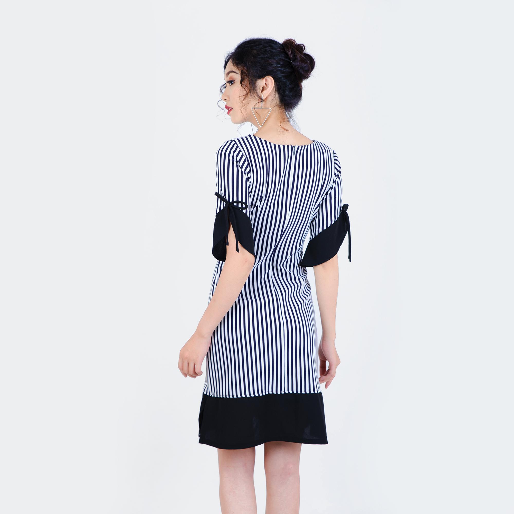 Đầm kẻ sọc tay cách điệu thời trang Eden - D191