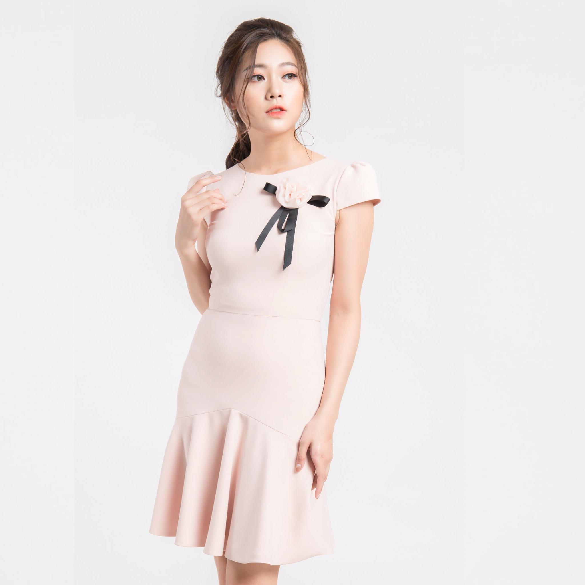 Đầm hồng peplum đính hoa