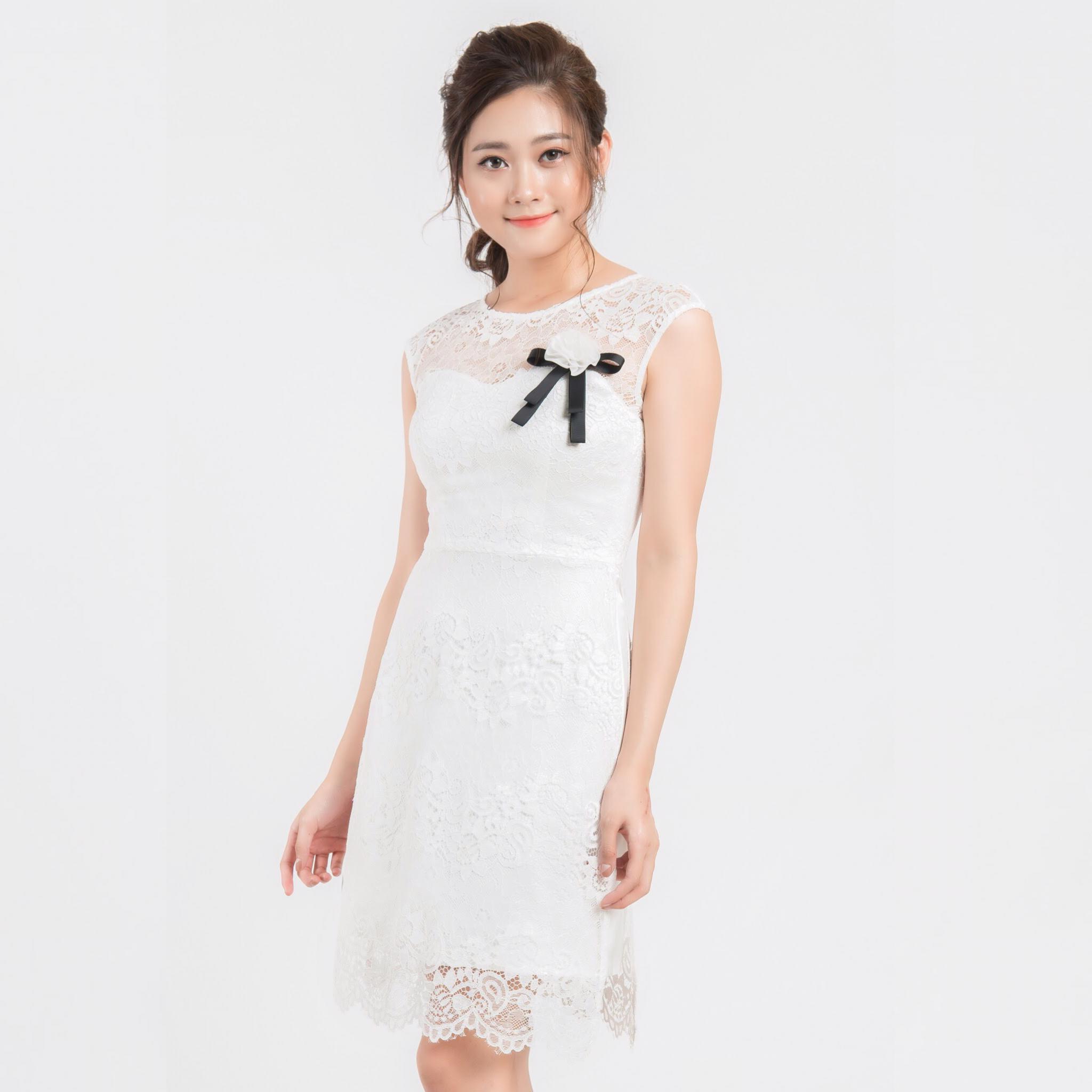 Đầm ren trắng cổ tròn