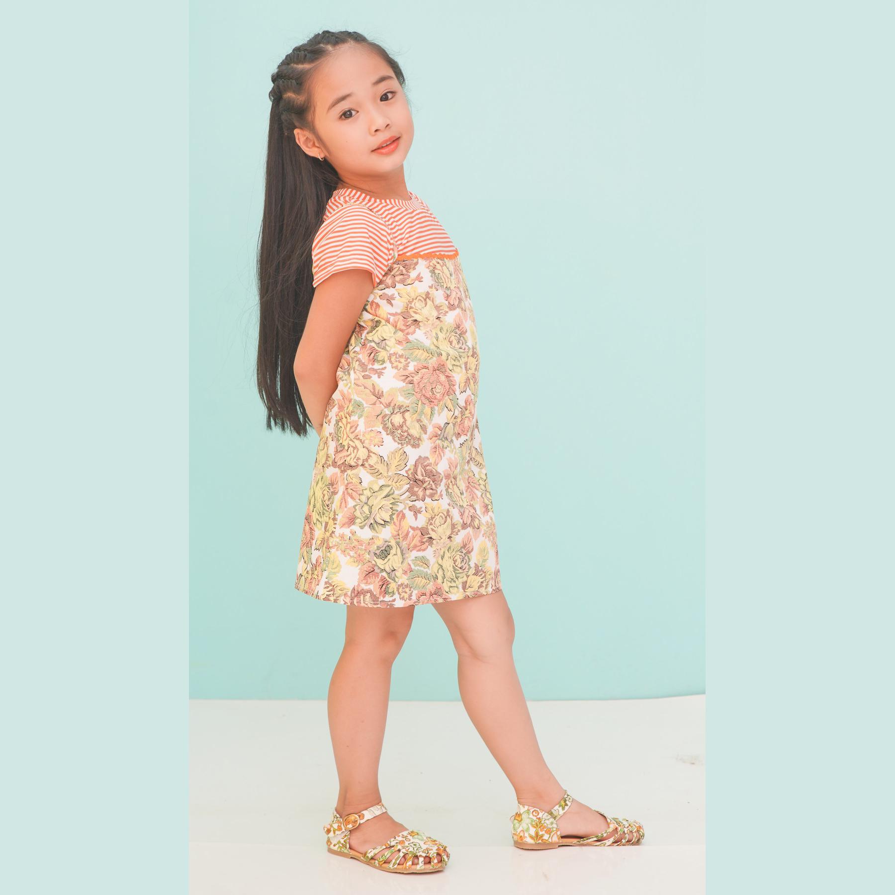 Set bộ váy yếm kèm áo Ugether họa tiết hoa UKID213