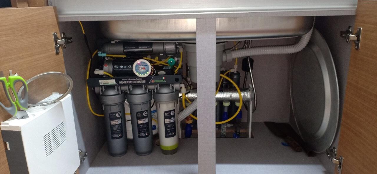 máy lọc nước rio lắp đặt tại gầm bếp