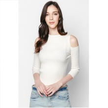 Áo len trắng cut-out - Mimi