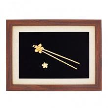 Tranh đôi đũa mạ vàng 24K gắn hoa mai