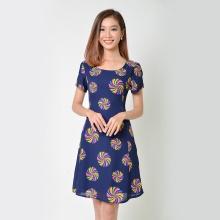 Đầm suông thời trang Eden in hoa tay ngắn màu xanh đen - D336