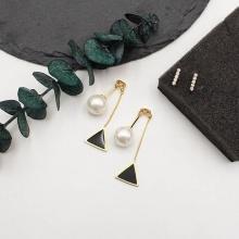 Bông tai pearl drop triangle Korean - Tatiana - BH2371 (Đen)