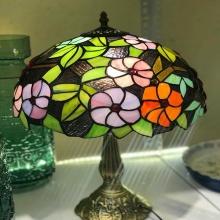 Đèn bàn cao cấp kiểu dáng Tiffany họa tiết hoa tím cam