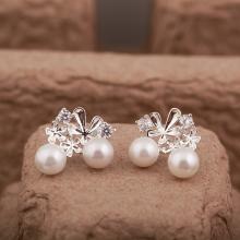 Opal - Hoa tai bạc đính 2 viên Ngọc trai - T9