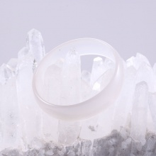 Vòng mã não trắng liền khối bản hẹ ni 52 mệnh thủy kim - Ngọc Quý Gemstones