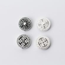 Charm bạc tròn họa tiết bánh xe pháp luân xỏ ngang 3