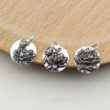 Charm bạc hình tròn họa tiết hoa sen treo 1