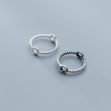 Charm bạc tròn xoắn lồng hạt xỏ ngang (Bạc trắng) - Ngọc Quý Gemstones