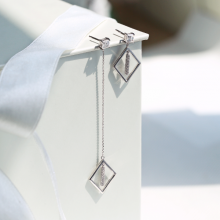 Hoa tai Modern Shapes Jadmire bạc 925 cao cấp mạ Platinum đính đá Swarovski trắng