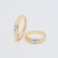 Cặp nhẫn đôi vàng vàng DOJI cao cấp 18K đính đá Swarovski 0559