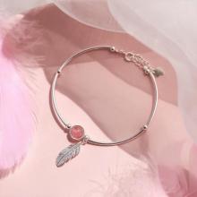 Lắc tay bạc đá thạch anh dâu phối charm lông vũ mệnh hỏa. thổ - Ngọc Quý Gemstones