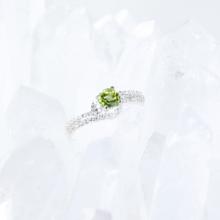 Nhẫn bạc đá peridot kiểu dáng 3 mệnh hỏa, mộc - Ngọc Quý Gemstones