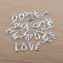 Charm treo 26 chữ cái (chữ V) - Ngọc Quý Gemstones