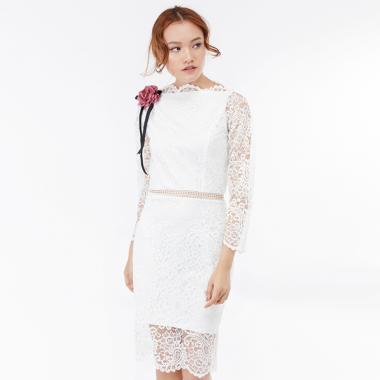 Đầm ôm Amun tay dài phối ren vai đính hoa màu trắng DOM201-TRANG