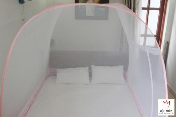 Mùng chụp tự bung cao cấp - 1m6 - 3 cửa - trắng viền hồng