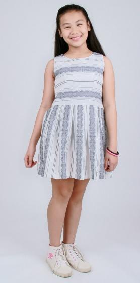 Đầm xòe bé gái họa tiết hoa văn nhẹ nhàng - UKID67