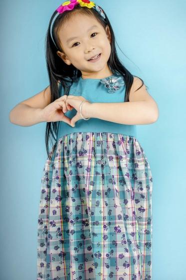 Đầm hoa bé gái phối nơ xanh - UKID88.