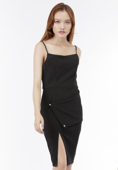 Đầm ôm 2 dây Amun xẻ tà đắp vạt cách điệu màu đen DOM207-DEN