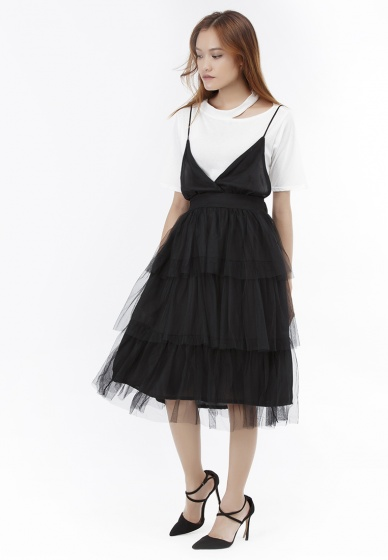 Set đầm hai dây xòe Amun phối tầng màu đen và áo thun xẻ vai màu trắng SET230