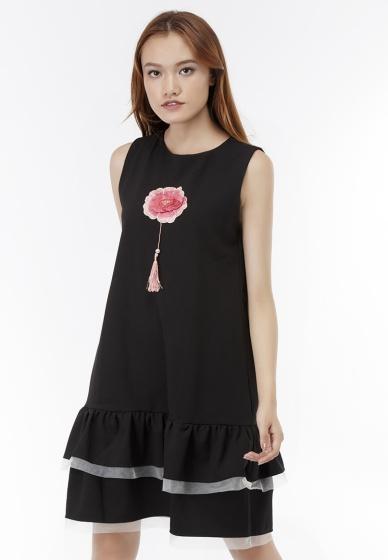 Đầm suông Amun xếp tầng đính hoa thêu màu đen DMI228-DEN