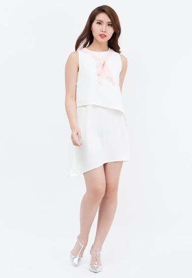 Đầm suông Amun màu trắng vạt xéo đính dây hồng DMI119-TRANG