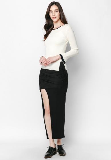 Áo len trắng dài tay chuông - Mimi