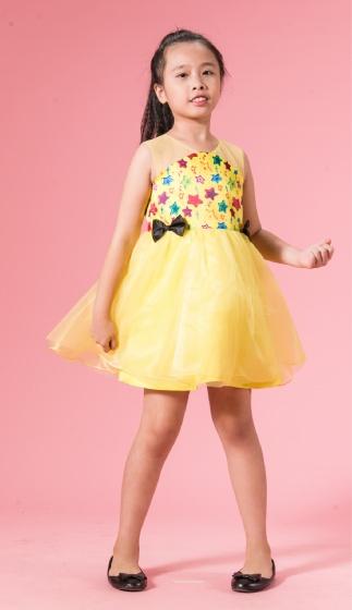 UN24 - Đầm xòe bé gái( vàng)