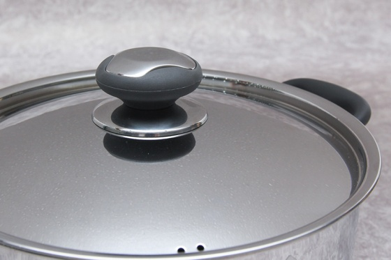 Nồi inox quai silicone thân cool 3 đáy 24cm Fivestar N24-3DC