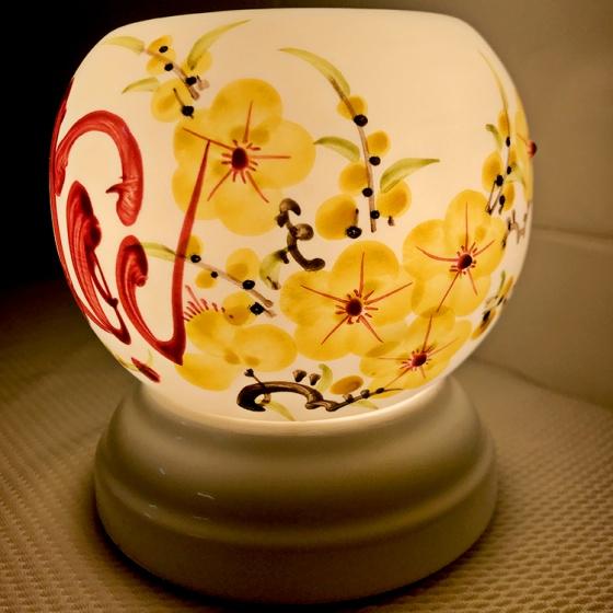 Đèn xông tinh dầu gốm Bát Tràng - Lộc Vàng + Tặng 01 lọ tinh dầu sả chanh 10ml