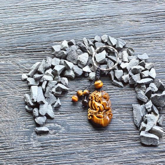 Móc khóa 12 con giáp đá mắt hổ - tuổi tuất Ngọc Quý Gemstones