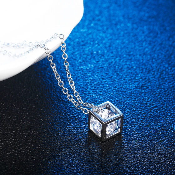Opal - Dây kèm mặt khối lập phương T06