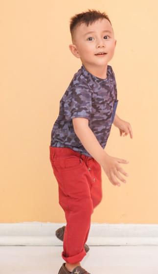 Áo thun bé trai Ugether rằn ri đắp túi UKID194
