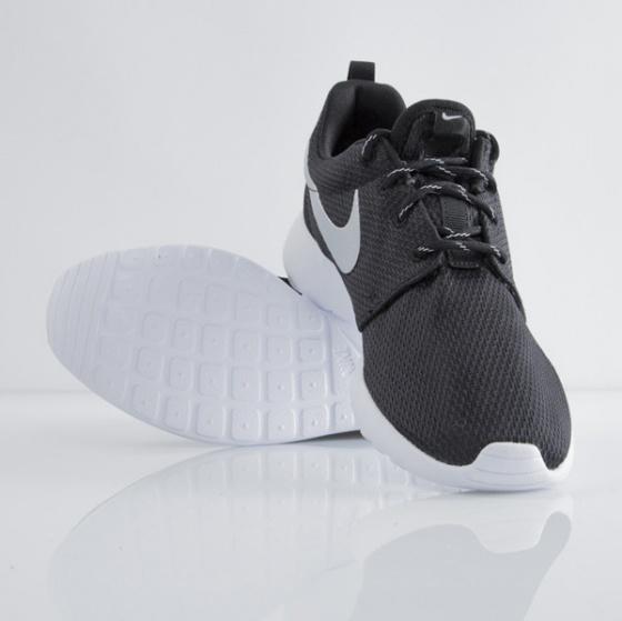 Giày thể thao chính hãng Nike Roshe Run 511882-094
