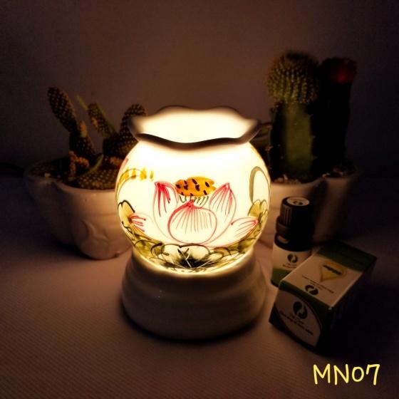 Đèn xông tinh dầu mini tặng 01 lọ tinh dầu sả chanh 5ml NuCare và 01 bóng đèn dự phòng (MN07)