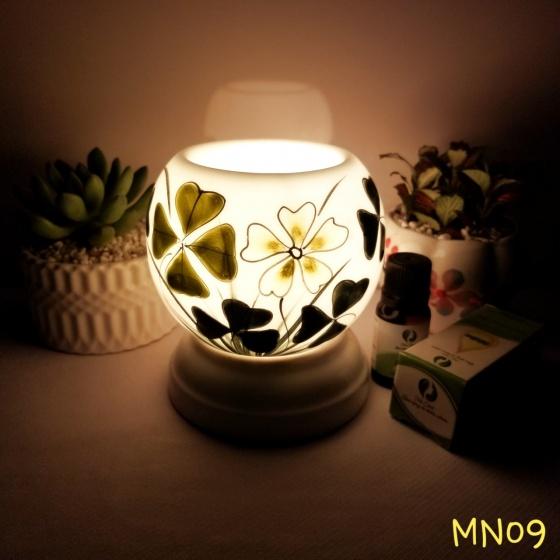 Đèn xông tinh dầu mini tặng 01 lọ tinh dầu sả chanh 5ml NuCare và 01 bóng đèn dự phòng (MN09)