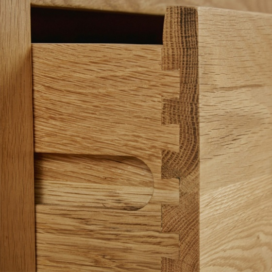 Tủ chén thấp Rivermead lớn gỗ sồi