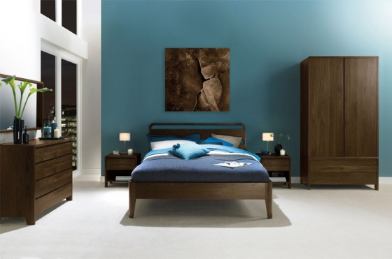 Giường đôi Capri gỗ óc chó 1m8