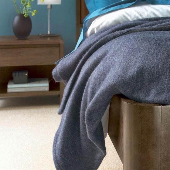 Giường đôi Capri mặt nệm gỗ óc chó 2m0
