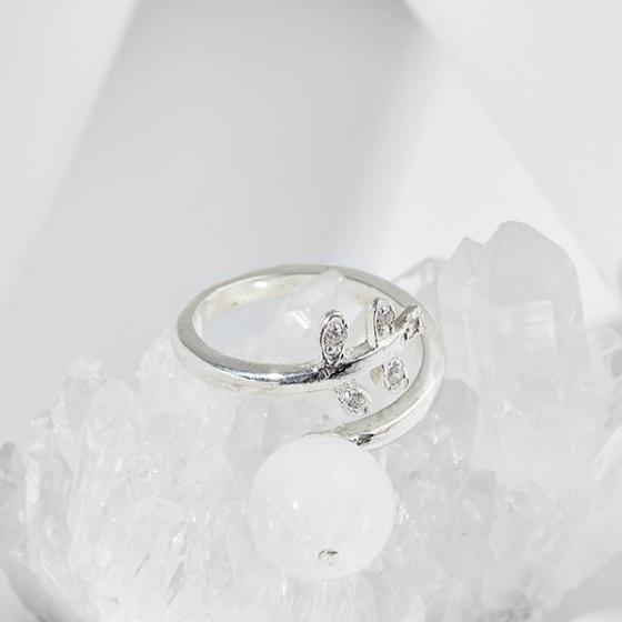Nhẫn chiếc lá đá thiên nhiên