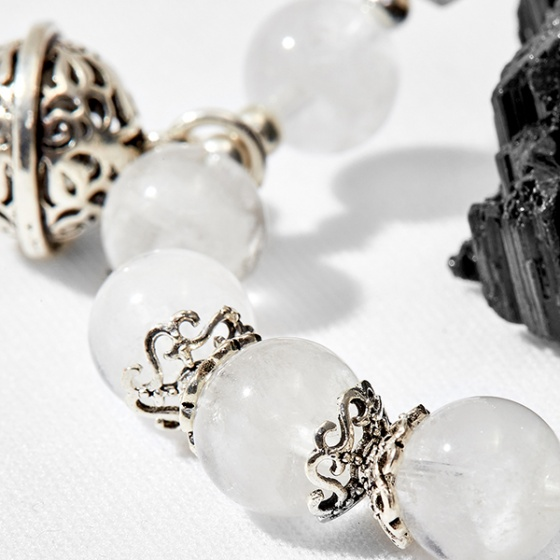 Vòng tay thạch anh ưu linh trắng phối charm lục lạc Ngọc Quý Gemstones